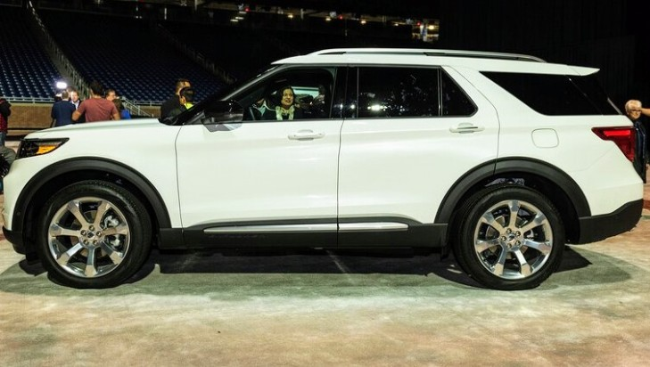 2020-Ford-Explorer-side-view~2